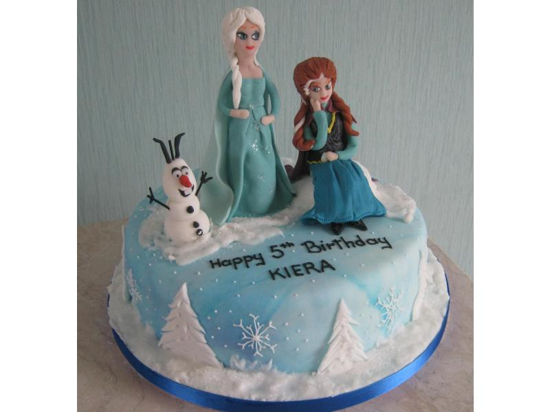 Frozen Characters on top of sponge cake