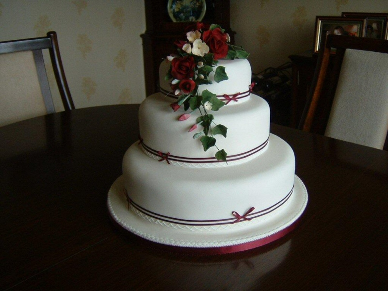 Photo Ruby 3 tier ivory sugarpaste wedding cake with freesias